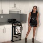 Angie, ihre Küche und etwas Stoff